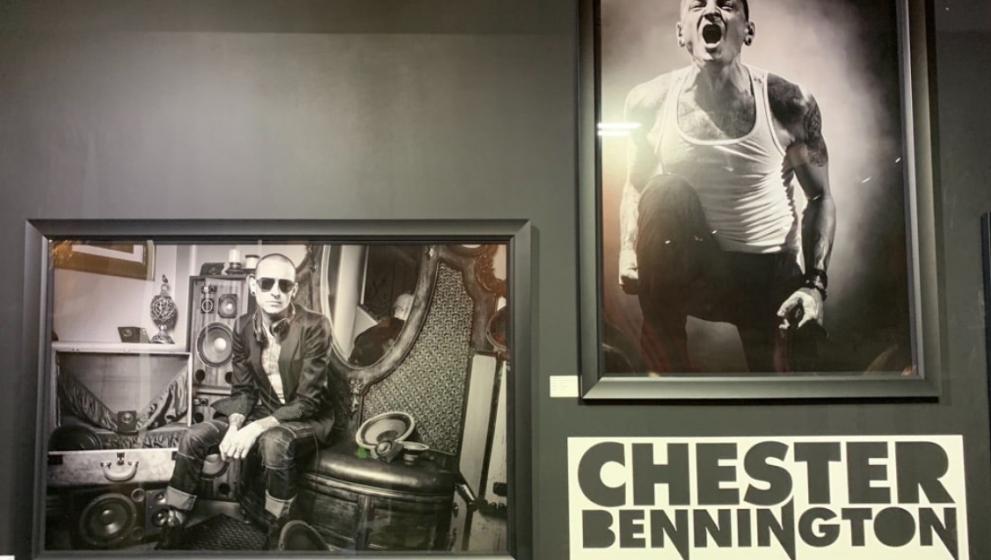 Pameran Foto Chester Bennington di Hari Ulang Tahunnya