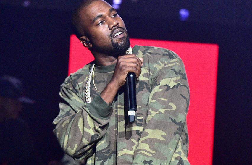"""Kanye West Berpakaian Seperti Botol Minuman di Acara """"SNL"""""""