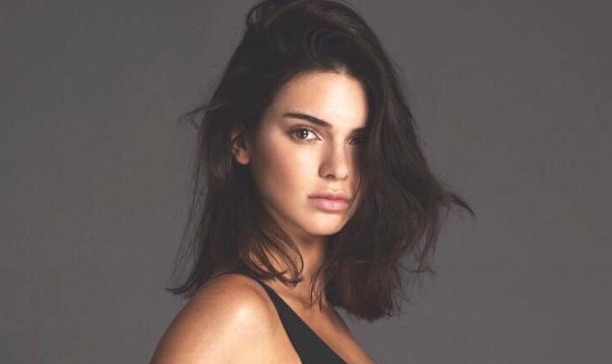 Kendall Jenner Showcases Harus Memiliki Mantel Untuk Vogue